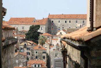 Widok budynków zabytkowych w Dubrovniku.