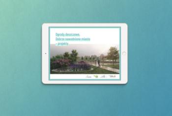 """Strona tytułowa broszury wyświetlona na tablecie. Strona tytułowa z napisem """"Ogrody deszczowe. Dobrze nawodnione miasto - projekty"""" oraz wizualizacją ogrodu."""